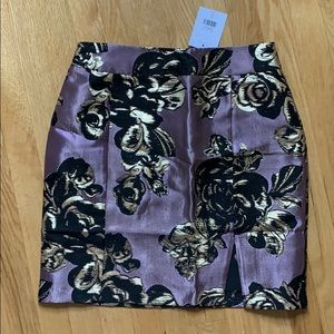 Fitted skirt with flower pattern